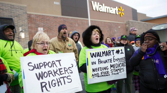 Strikers outside of WalMart on Black Friday